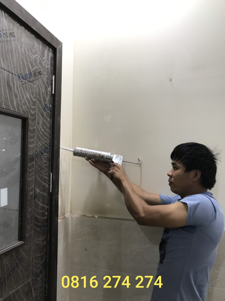 Lắp đặt cửa nhựa ABS KOS